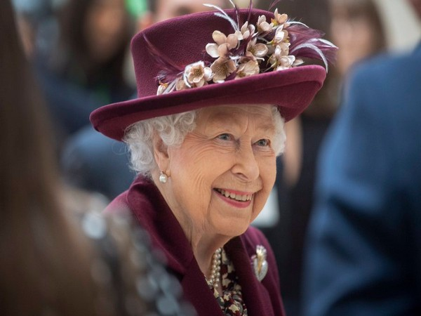 Amid royal crisis, Queen Elizabeth is hopeful things will be 'right in the end'