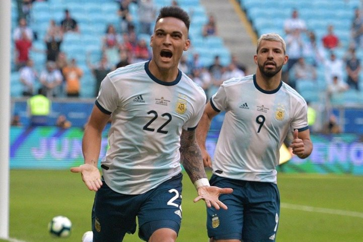 Martinez hat-trick fires Argentina over Mexico