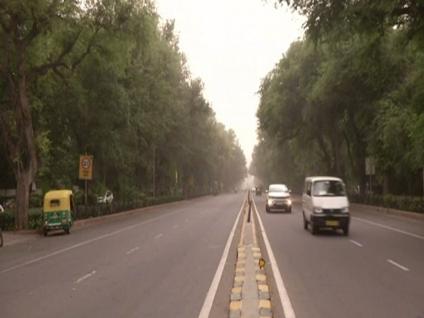 Dust storm, strong wind hit Delhi; IMD predicts rain in next 2 hrs