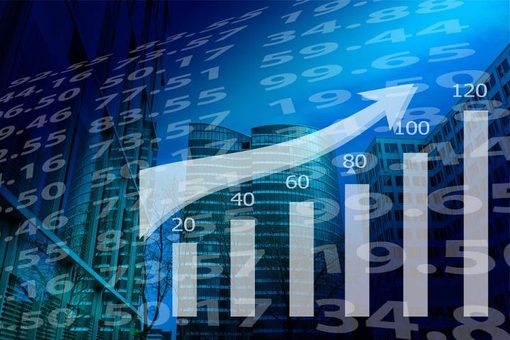UPDATE 1-Macau casinos post highest monthly revenue since 2014