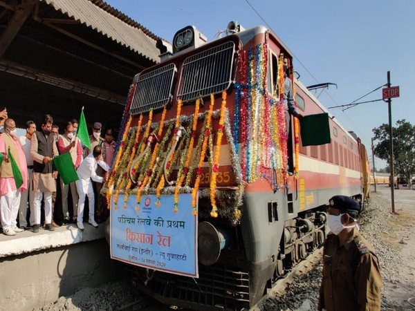 Carrying 180-tonne onions, Western Railway's first Kisan Rail left for Guwahati from Indore