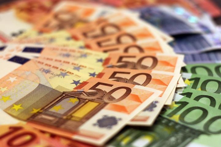 Trade worries drag euro down to one-week low