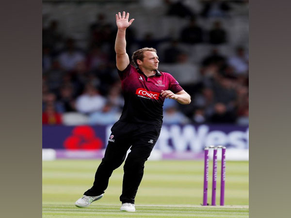 Scotland bowler Josh Davey extends contract with Somerset until 2023