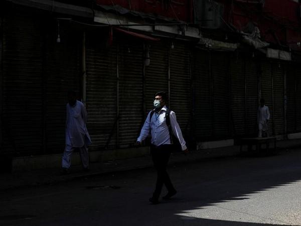 Pakistan's coronavirus tally nears 1000; 7 dead