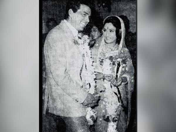 Dharmendra gets nostalgic in throwback picture with Jaya Bachchan before shooting for KJo's next film