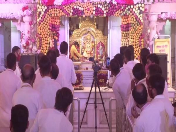 Morning 'arti' performed in Delhi's Jhandewalan Temple on last day of Navratri