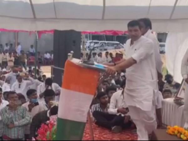 Shivraj Singh Chouhan not even worth dust of Kamal Nath's feet: Cong's Jitu Patwari