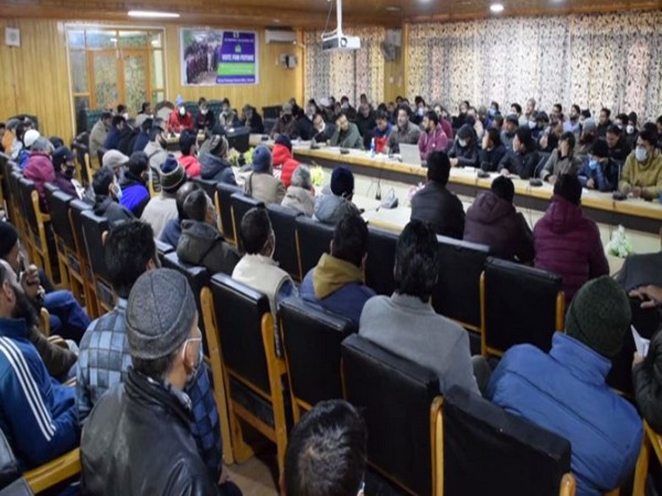 Pulwama administration holds training programme for polling staff, presiding officers