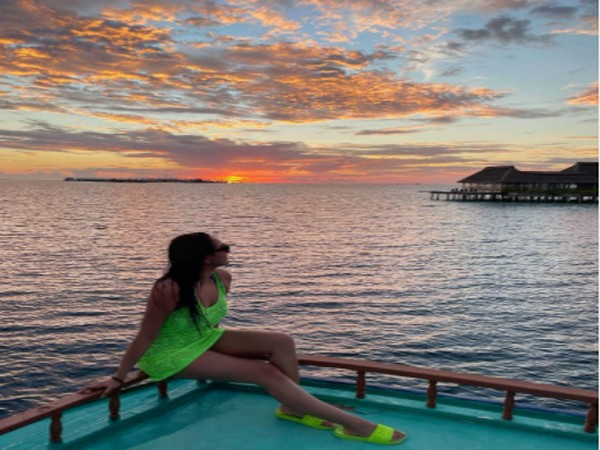 Sonakshi Sinha shares mesmerising sunset pictures from Maldives vacation