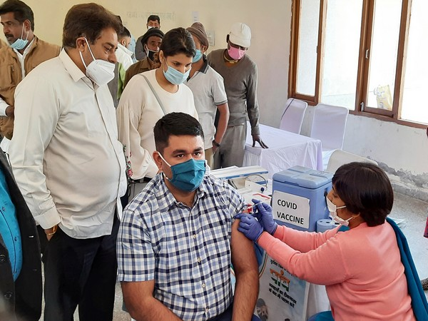 Over 1.37 COVID-19 vaccines doses administered in India, says Health Ministry