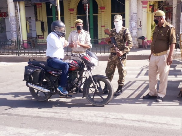 Markets deserted, circles marked for social distancing: Effects of lockdown visible in Lucknow streets
