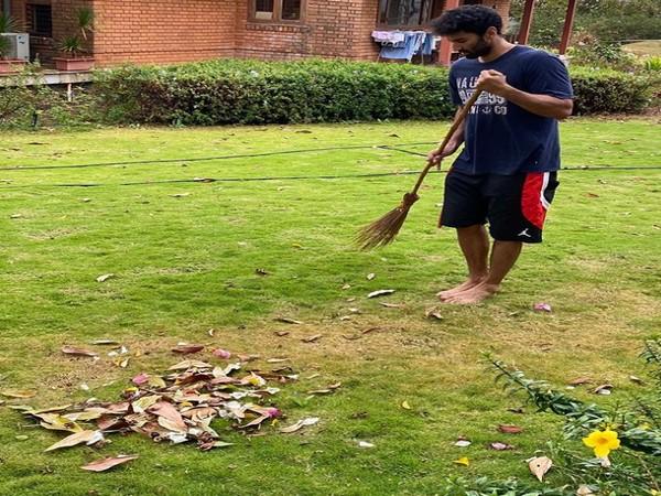 Aditya Roy Kapur comes with 'Plan B' in self-isolation