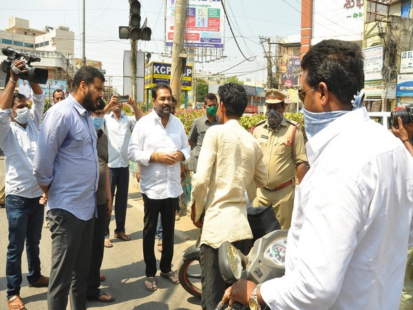 Combating COVID-19: Andhra Irrigation Minister, Nellore Rural MLA create awareness among public about lockdown