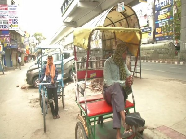 Difficult times for rickshaw pullers in Delhi amid nationwide lockdown