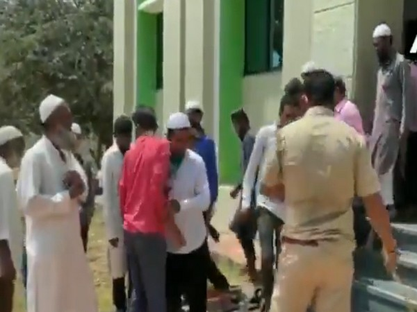 Police thrash people in Karnataka's Belgaum for violating lockdown