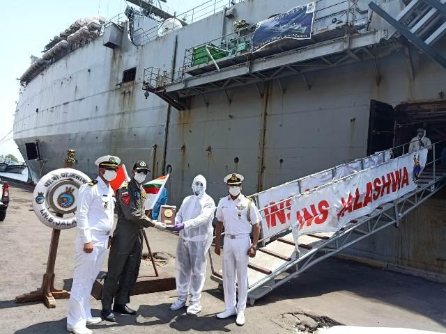 INS Jalashwa embarks 687 Indian citizens at Bandar Abbas in Iran