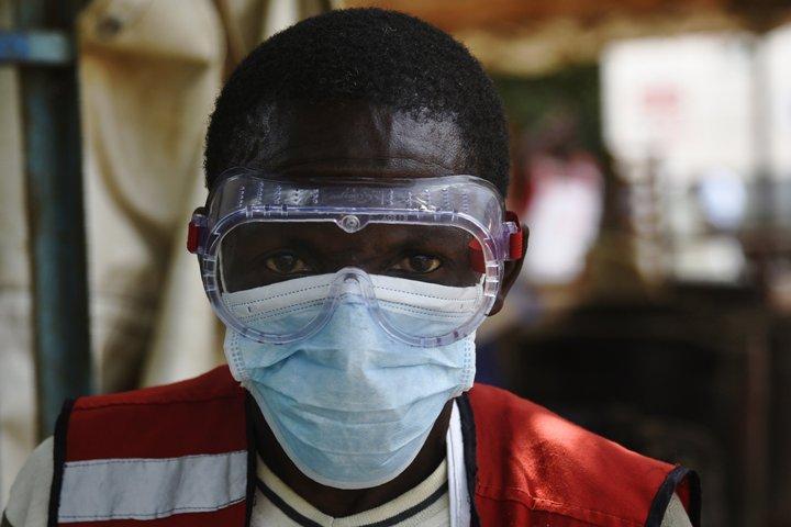 Health News Roundup: U.S. lawmakers push Mylan, Teva over drug pricing probe; Burundi starts Ebola vaccines for health workers: WHO