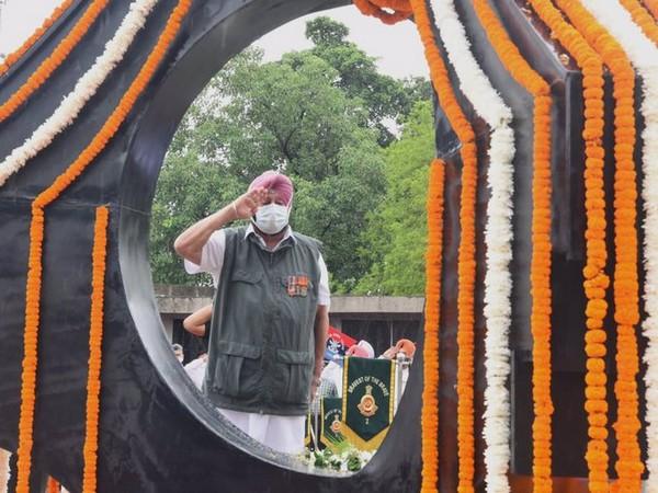 Punjab CM pays tribute to fallen soldiers at Chandigarh's Kargil War Memorial