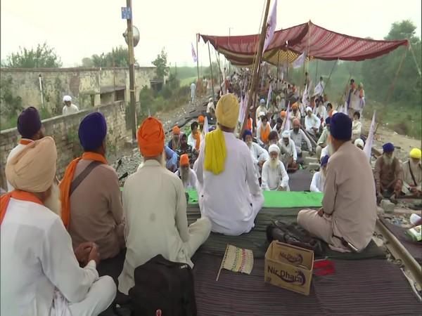 Punjab: Kisan Mazdoor Sangharsh Committee continues 'rail roko' agitation against farm bills