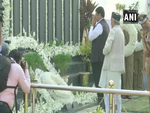 26/11 Mumbai terror attacks: Guv Koshyari, CM Fadnavis pay tribute at police memorial
