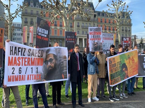 Pakistanis protest against Islamabad's involvement in Mumbai terror attacks