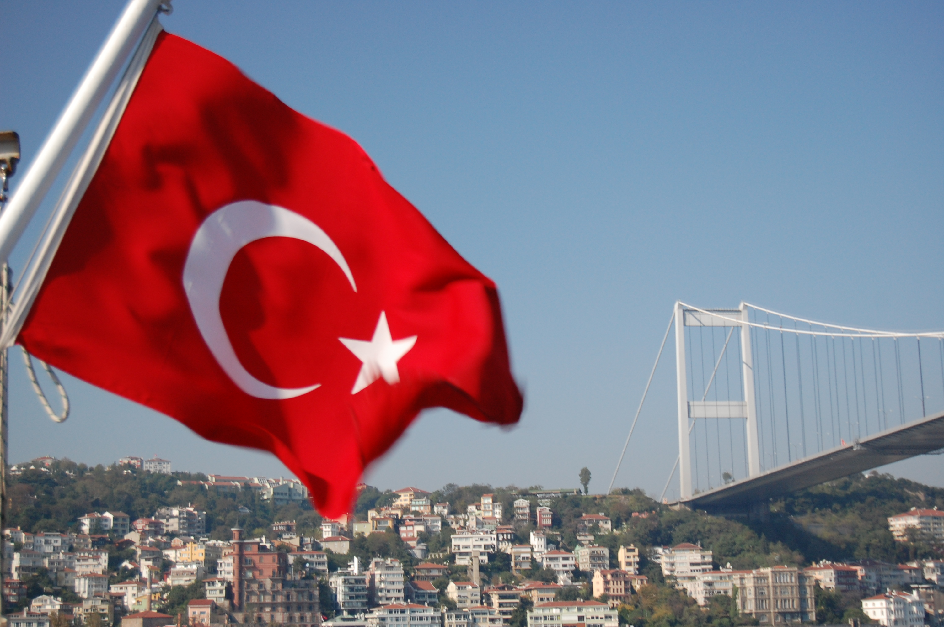 UPDATE 1-Moody's downgrades Turkey rating to B1, ministry challenges move