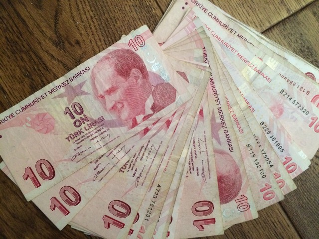 Lira slips amid US' call to revoke preferential trade treatment to Turkey