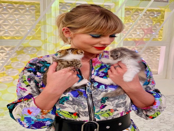 Taylor Swift donates $3,000 each to coronavirus affected people