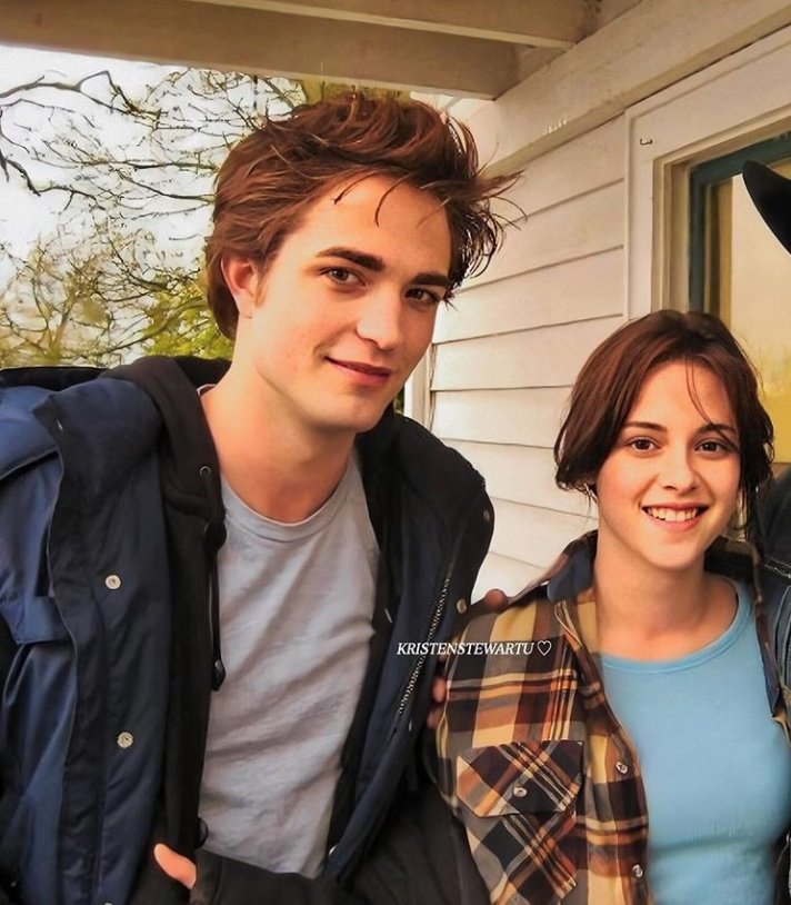 Robert Pattinson's The Batman shoot halted, his snap with Kristen Stewart on Instagram