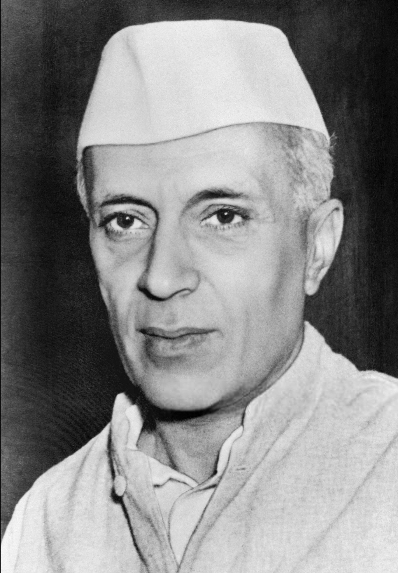 When a crowd out to see Nehru in Singapore knocked over Edwina