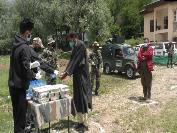 Army distributes essential COVID-related items to Udhampur district admin