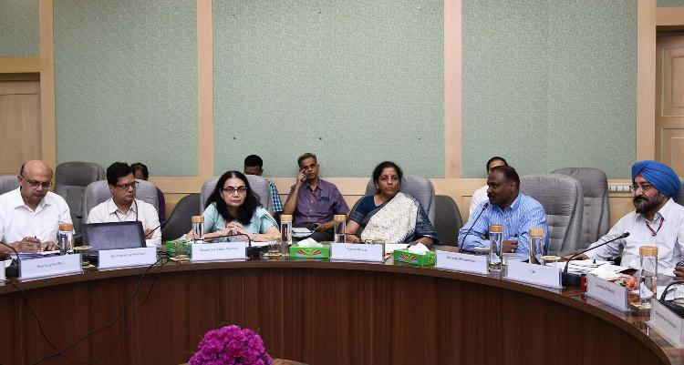 FM reviews capital expenditure of Ministries having large outlays