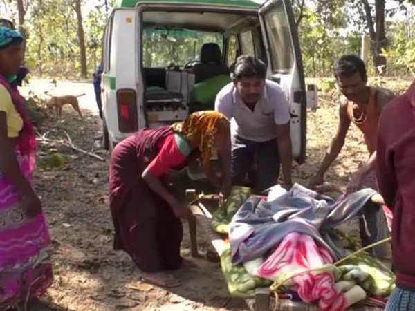 No proper roads, locals carry pregnant woman on makeshift stretcher for over 5 km to reach ambulance in Chhattisgarh