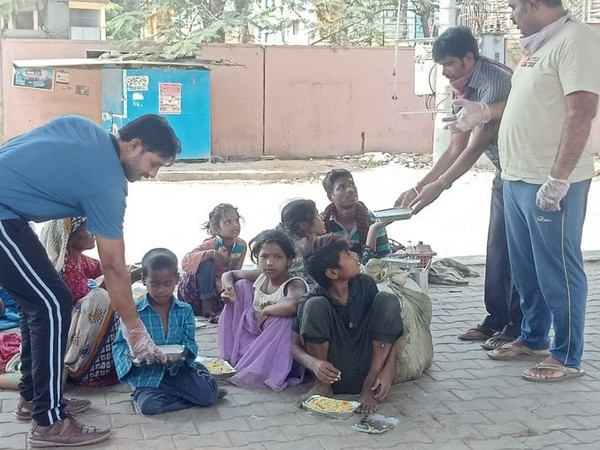 COVID-19 lockdown: RSS Swayamsevaks distributes essential groceries in Bengaluru
