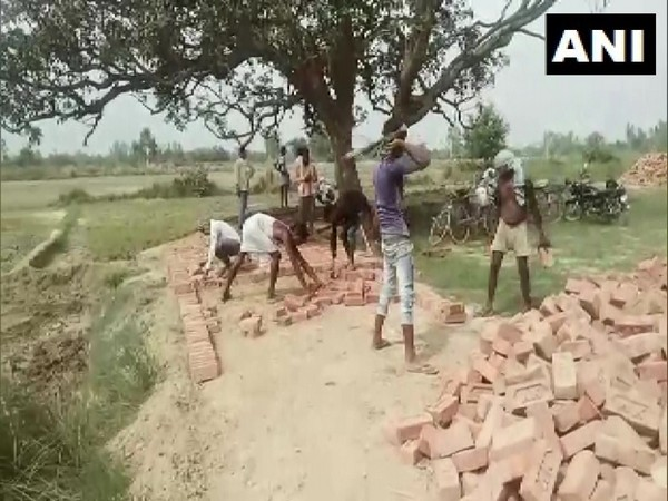 UP: Migrant workers in Barabanki lauded by PM Modi for their work to restore Kalyani river