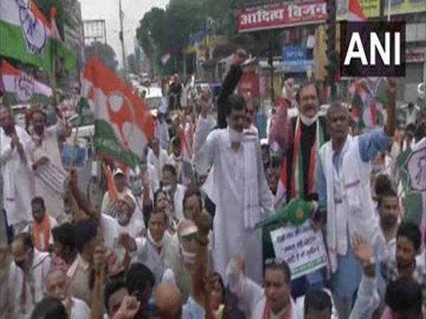 Congress workers in Patna ride bicycles, bullock carts to protest against hike in fuel prices