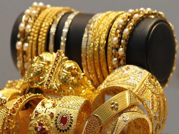 Gold slips by Rs 31; silver tumbles Rs 372