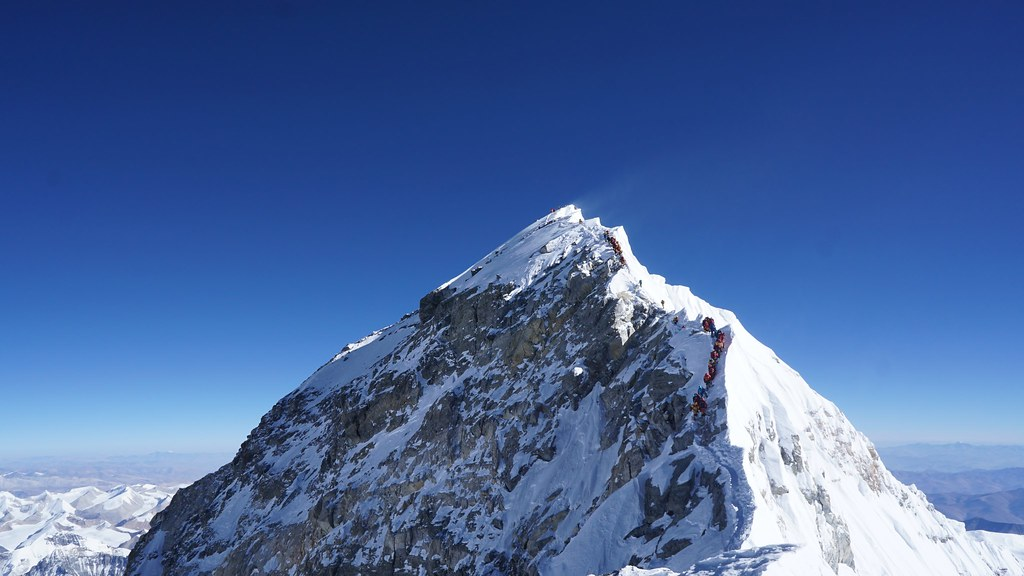 Oldest American, fastest woman on Everest return safely