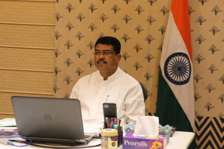 Pradhan witnesses signing of JVA between IOC Middle East FZE and RR Holdings