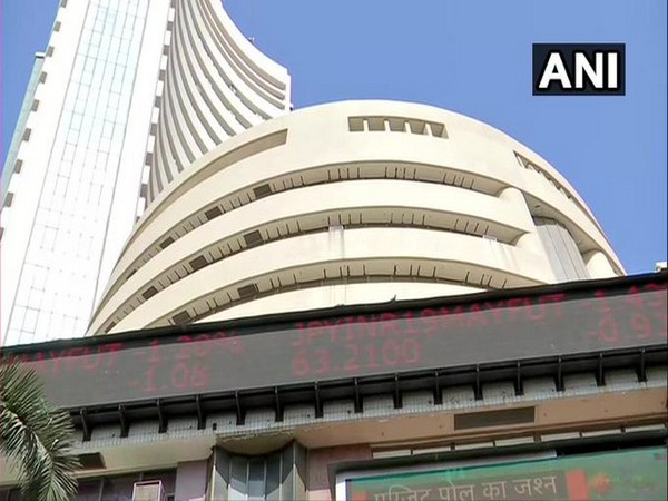 Equity gauges trade weak, Tech Mahindra surges 7.7 pc