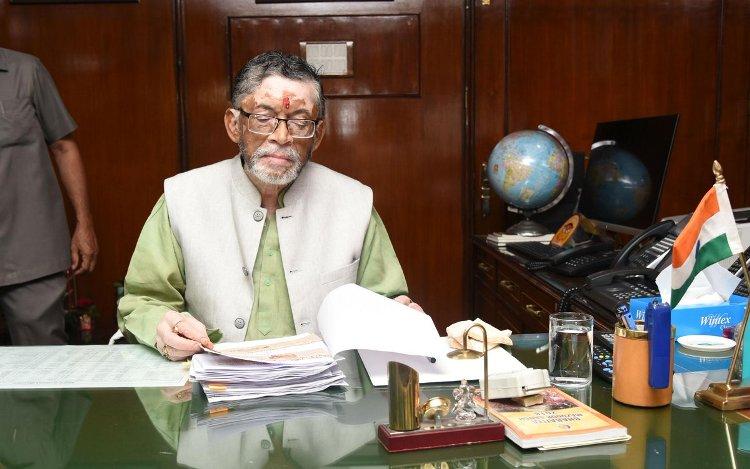 Govt planning to set up ESI hospital in all districts, Santosh Gangwar says