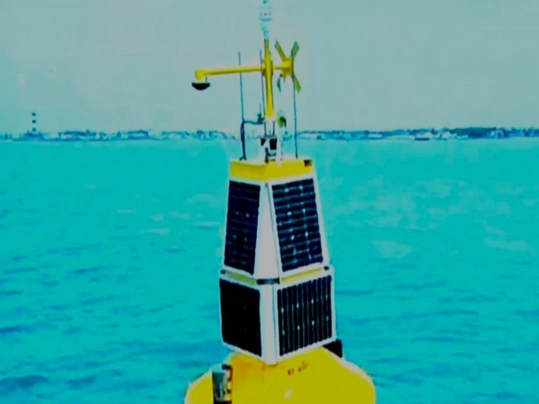 NCCR deploys a moored buoy to monitor variations in water quality