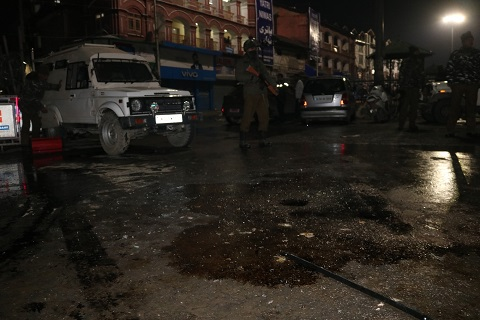 Srinagar: Grenade blast injures 6 CRPF jawans; search operations underway