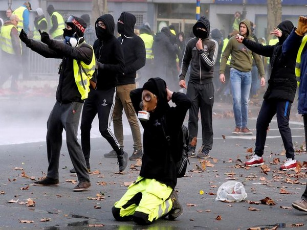 UPDATE 5-Paris police use tear gas, water cannon on 'yellow vest' protests anniversary