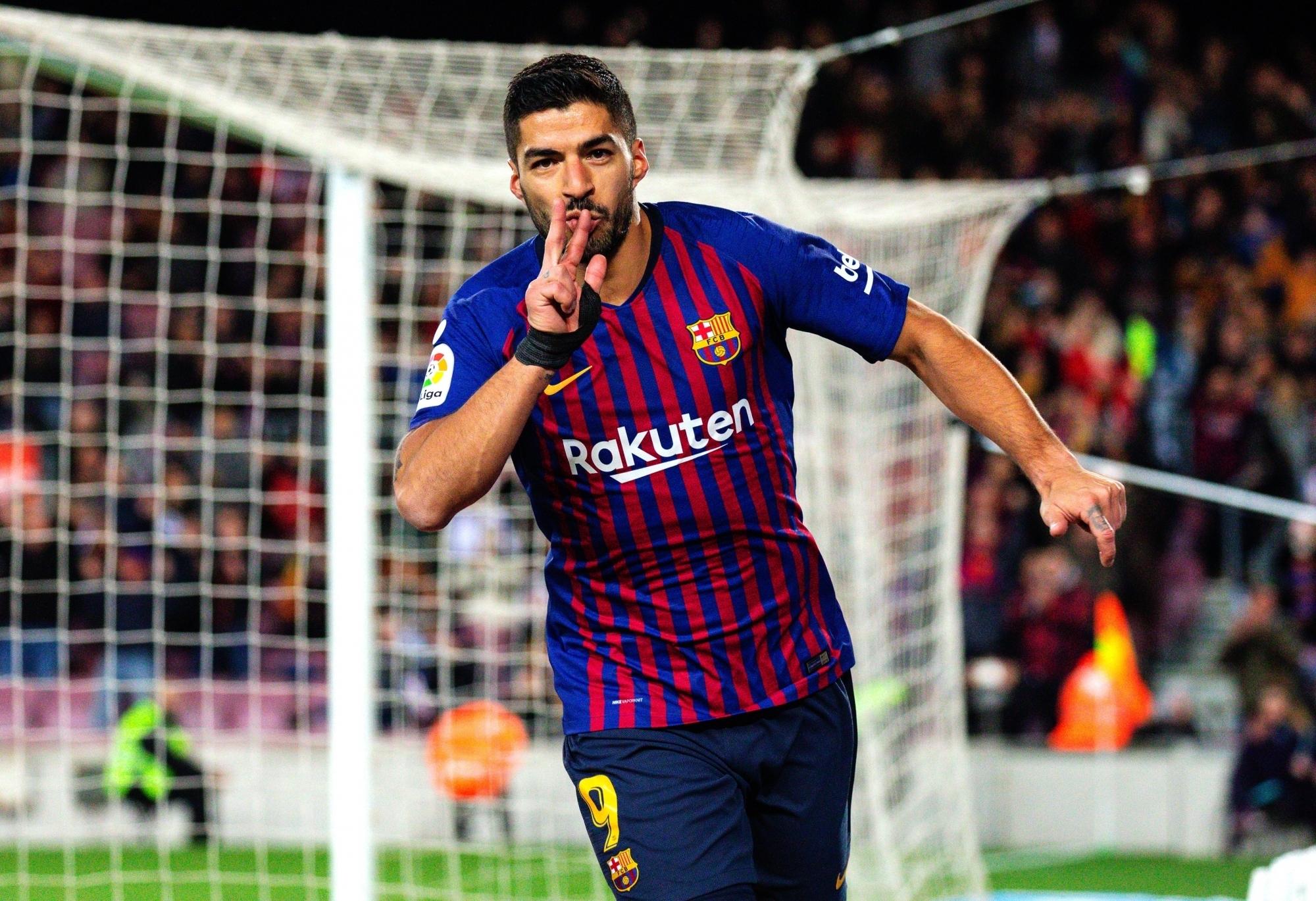 Soccer-La Liga set for close-run race after Barca, Real, Atletico transfer blitz