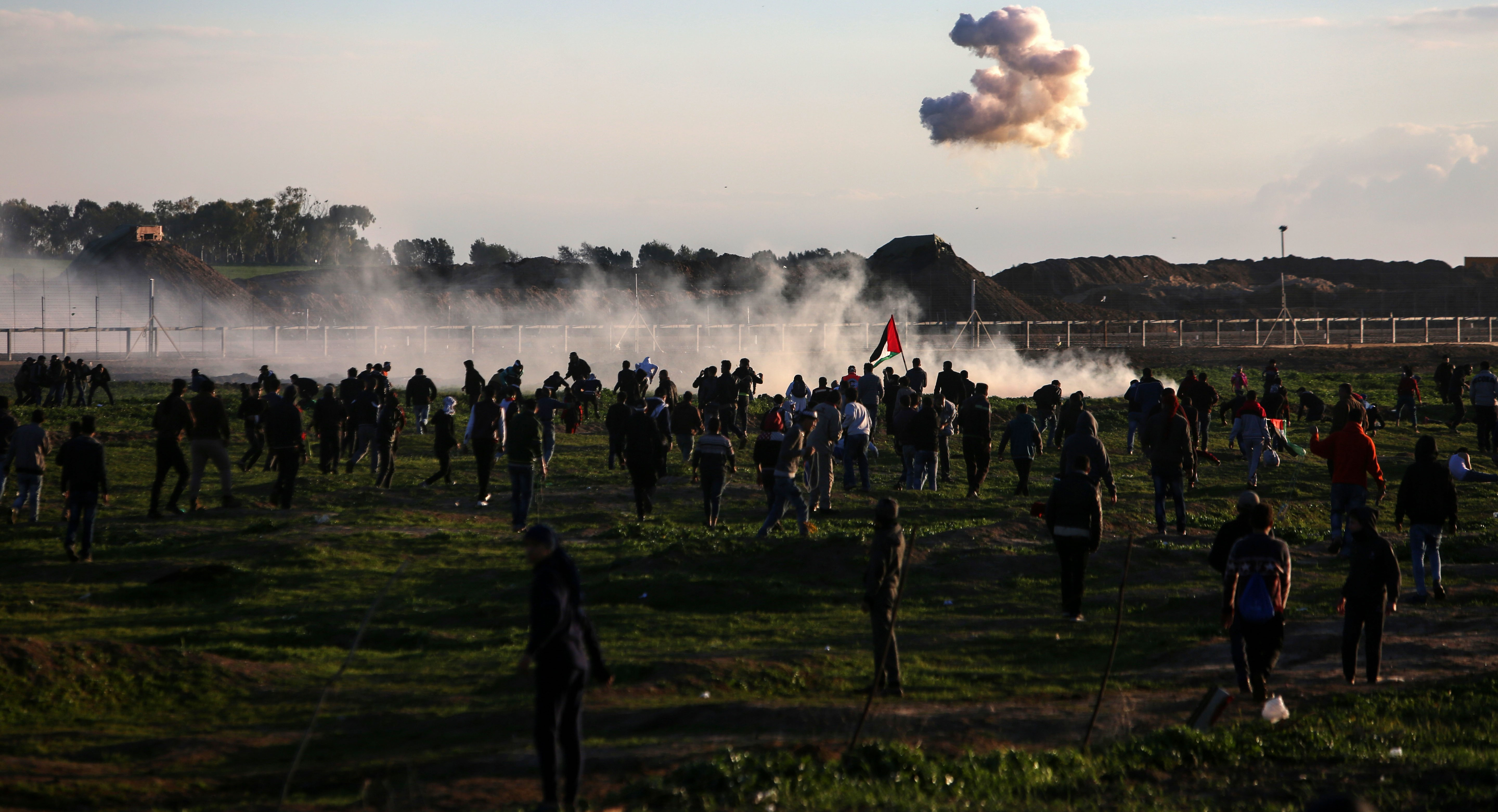 Palestinians to scale back protests on Israel-Gaza border