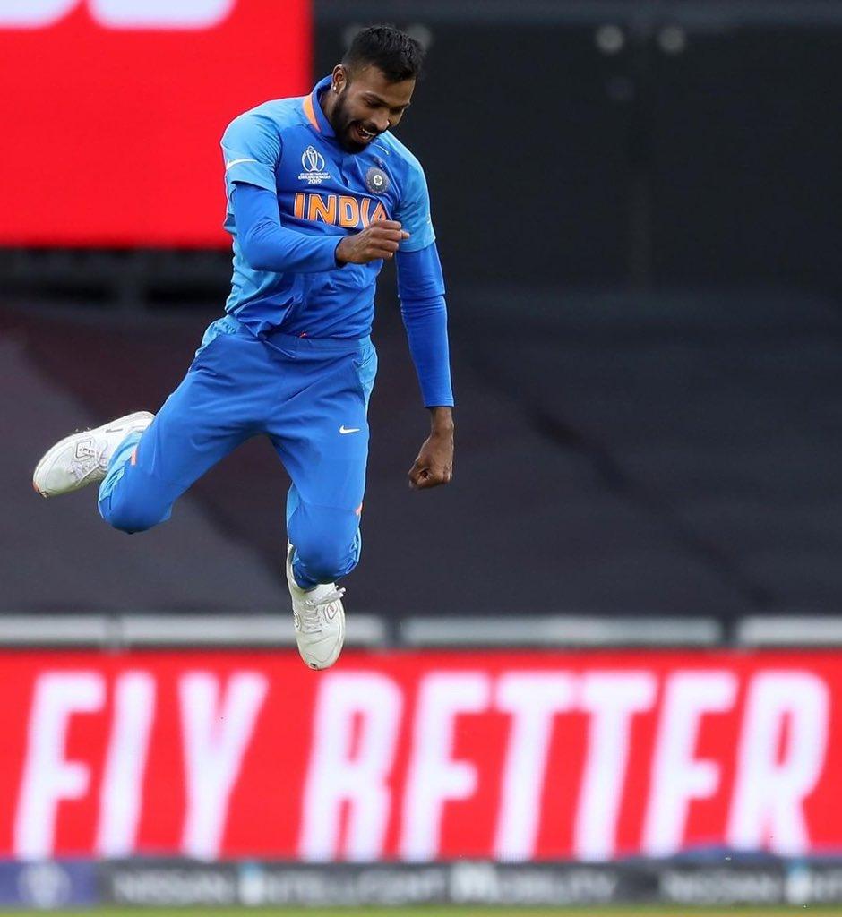 Hardik fires Mumbai Indians to 195/5