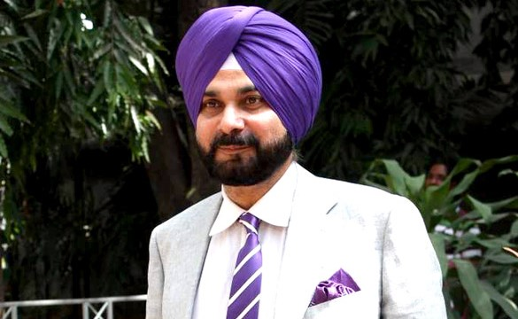 Punjab minister Sidhu meets Rahul Gandhi, apprises him of 'situation'