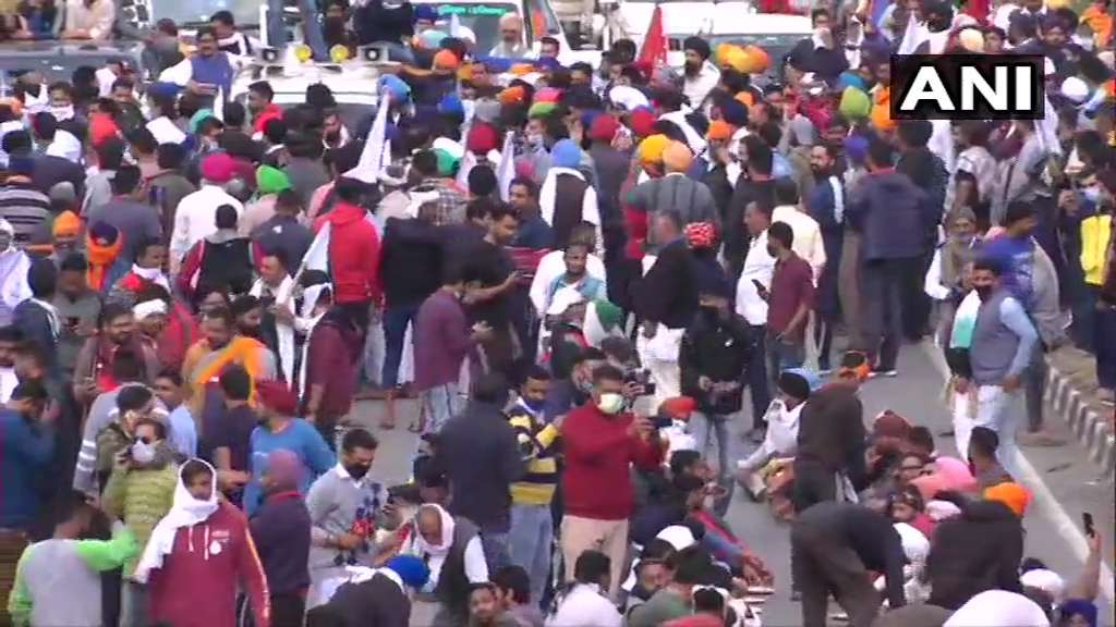Farmers continue to converge on Delhi borders to join protest against farm laws; Security stepped up